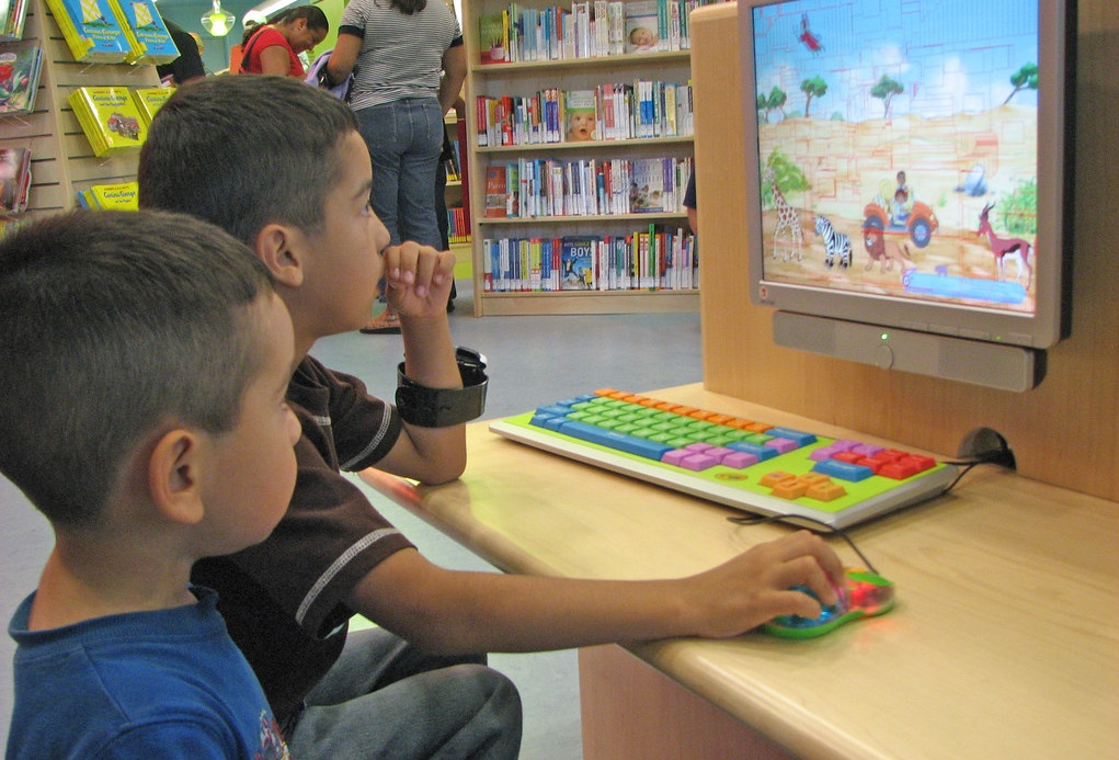 research-based online interactive reading program reading eggs helps children learn to read and spell